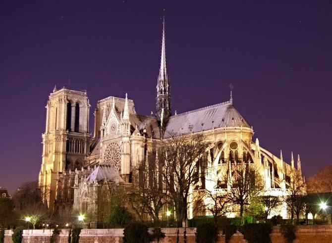 NOTRE DAME DE PARIS CONSTRUITE DE 1163 à 1345.