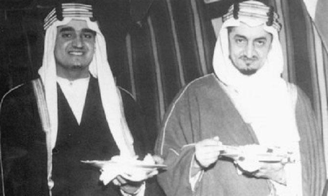 Vers 1940. Les Princes FAHD et FAISAL.  Il y a un grand air de famille avec  le Prince  AL WALEED.