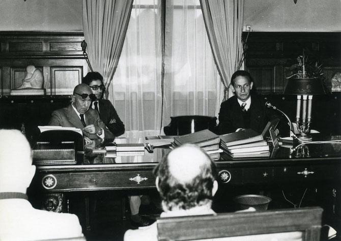 1976. Avec Robert GALLEY Ministre-maire de Troyes. C'était Robert Galley et le président Giscard d'Estaing qui ont pris la décision de faire de Troyes la dépositaire de ce trésor, propriété de l'Etat