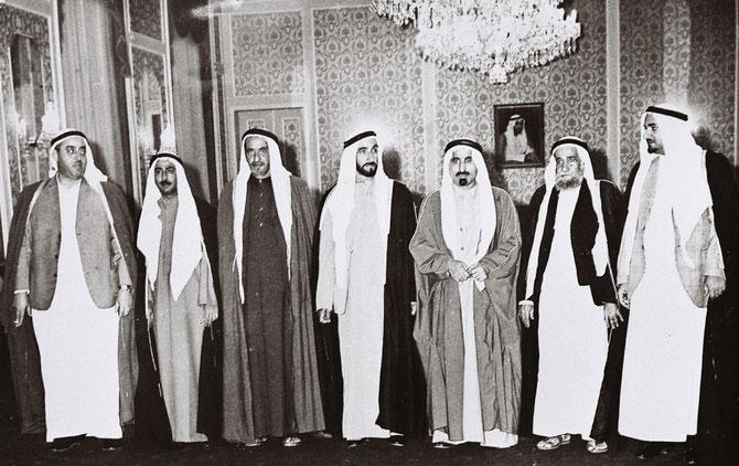 SEPTEMBRE 1972. LES 7 MEMBRES DE LA FEDERATION DES EMIRATS ARABES.