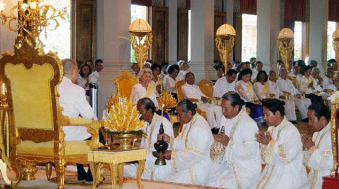 Les BAKOUS prêtres hinouistes sont présents à chaque cérémonie.