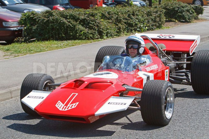 MAI 2013. JOHN SURTEES, 79 ANS : EDENBRIDGE FUN DAY. avec sa TS7 F1