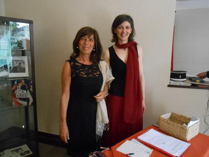 LES SOURIANTES HÔTESSES D'ACCUEIL :  Miss Elena PROTASI  et  Miss  Alessandra ANNICCHIARICO, Assistantes du Consul Général