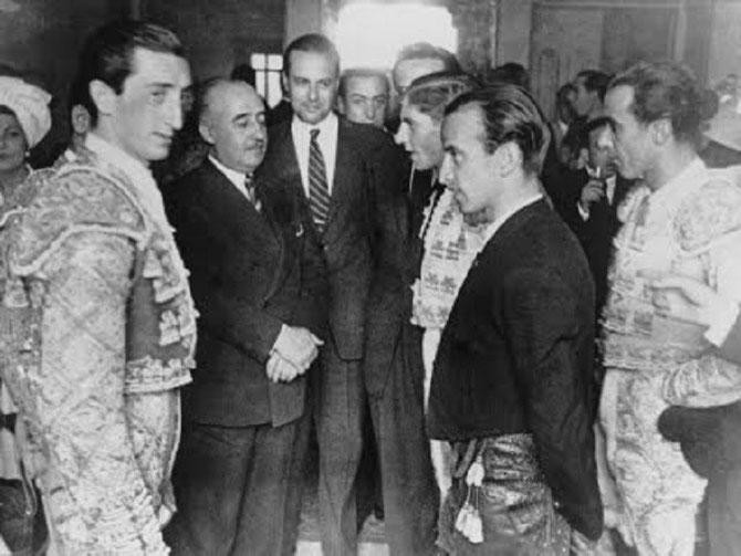 FIN DES ANNES 1940. LE GENERAL FRANCO ET LES TOREROS : ALVARO DOMECQ, MANOLETE, EL ANDALUZ,  ANGEL LUIS BIENVENIDA, EL ESTUDIANTE.