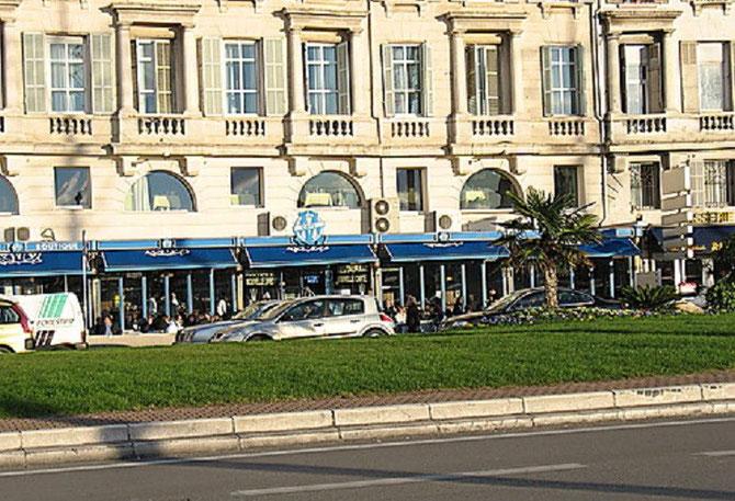 """LES 25 METRES DE FACADE DU NOUVEAU """"OM Café"""" EN 1998 AUX COULEURS TURQUOISE DU MYTHIQUE CLUB PHOCEEN."""