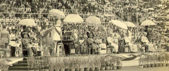 KUALA LUMPUR. STADE MERDEKA. 31 AOÛT 1957. PROCLAMATION DE L'INDEPENDANCE.