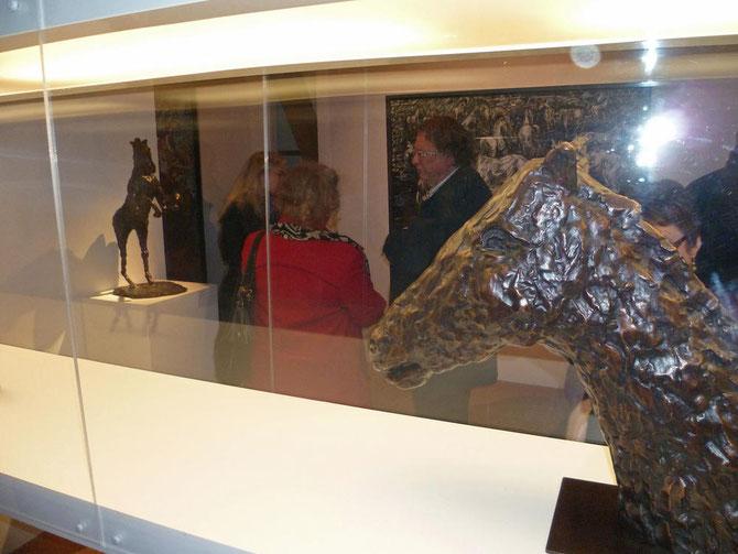 G. LE CHEVAL-HOMME . 73x32,5x42 cm. Bronze signé m.martine 1997. Cachet  E.Godard (cire perdue)...... Dte.  TÊTE DE CHEVAL . 58x16x68cm. Bronze signé m.martine 1997 . Cachet E.Godard (cire perdue) 1/8