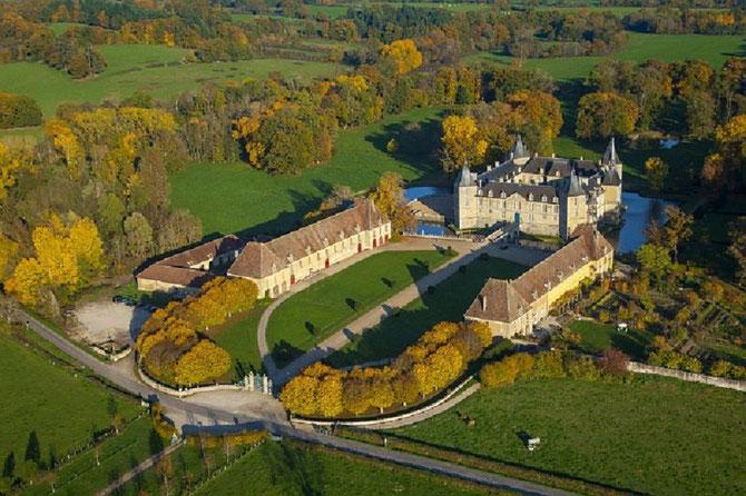 Château de SULLY 71360 Sully en Bourgogne Résidence des Ducs de MAGENTA