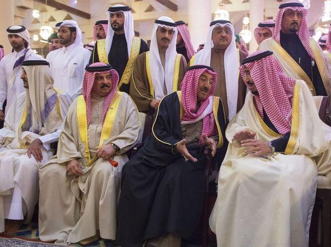 de gauche à droite; EMIR TAMIM BIN HAMAD AL THANI DU QATAR, ROI HAMAD BIN ISSA AL-KHALIFA DE BAHREIN, CHEIK SABAH AL-AHMAD AL-JABER AL-SABAH DU KOWEIT, LE NOUVEAU ROI SALMAN D'ARABIE.