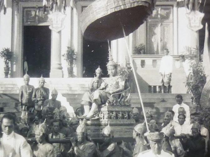 28 OCTOBRE 1941. COURONNEMENT DU ROI NORODOM SIHANOUK;