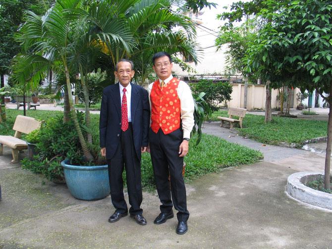 2005. SAIGON. KIM KHÔI AVEC SON ONCLE AN-THACH (1930-2010).  C* N.K.K