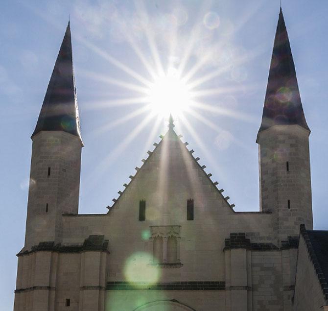 EGLISE ABBATIALE DE FONTEVRAUD fondée en 1101 par Robert d'ARBRISSEL en Anjou, Val de Loire........ C* Jean Montagne
