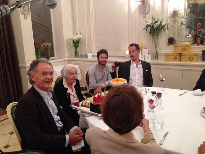 14/06/2014. Gisèle CASADESSUS  100ANS entourée de son fils Jean-Claude CASADESUS, et de ses petis-fils, (Sebastien COPELAND extrême droite).  C* Anne BETREMIEUX