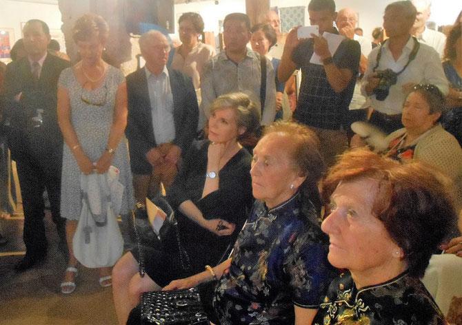 Assise à g. Son Excellence Madame Kirsten MALLING BIERING  Ambassadeur du Danemark en France