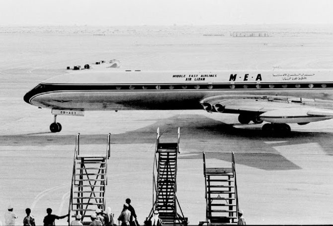 1965. LE PREMIER JET  - COMET DE M.E.A - à ATTERRIR SUR L'AEROPORT DE DUBAI