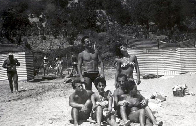 ANNEES 60. DEBOUT, LE COUPLE LYUBOMIR STOYCHEV et  LYUDMILA JIVKOVA  EN VACANCES.
