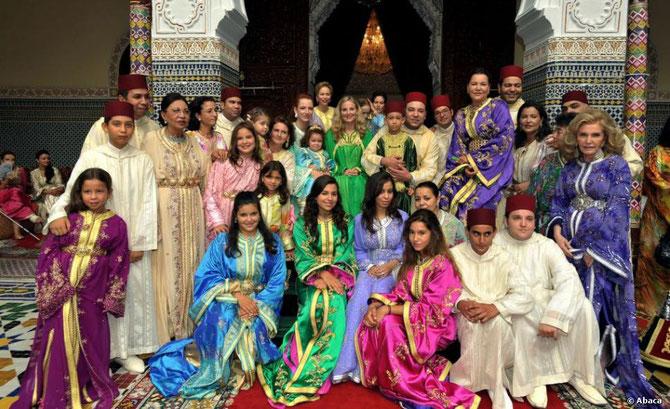 29 SEPTEMBRE 2009. MARIAGE DU PRINCE MOULAY ISMAIL. LA PCESSE LAMIA debout ext. dte