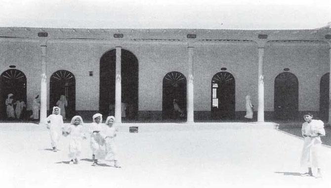 MOUBARAKYIA SHOOL DU NOM DE L'EMIR MOUBARAK AL-SABAH. PREMIERE ECOLE PUBLIQUE .INAUGUREE LE 22 DECEMBRE 1911