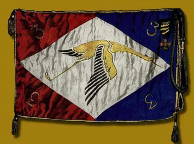 FANION DE L'ESCADRILLE SPA 3 ; Croix de guerre 14-18, 4 Palmes bronze et Fourragère aux couleurs de la Médaille militaire. Nommé Brigadier en Nov. 1917, A. Dubonnet était pilote de la SPA 3 du 17 Sept au 16 Oct 1917. 6 victoires. 6 citations.150 h.de vol