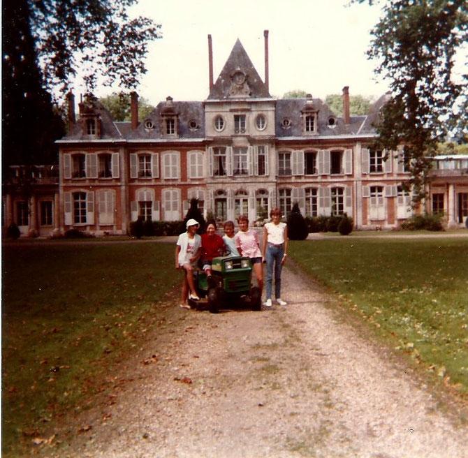 PINTERVILLE. JUILLET 1984. AVEC SOEUR MARGARET ET SES OUAILLES IRLANDAISES