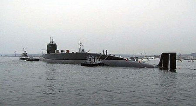 Le REDOUTABLE sous marin nucléaire dans la rade