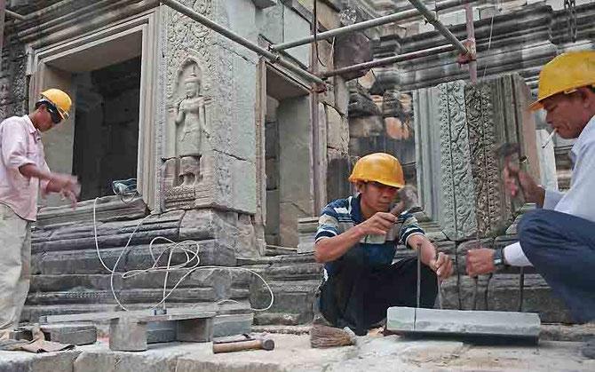 2009.  TEMPLE DE LA MONTAGNE .189 ouvriers travaillent à la restauration