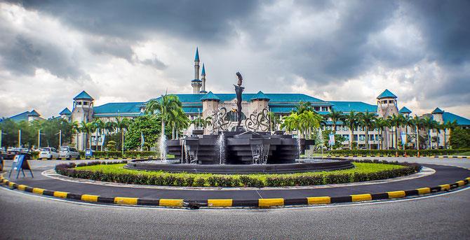 INTERNATIONAL ISLAMIC UNIVERSITY MALAYSIA. JALAN GOMBAK 53100 KUALA LUMPUR SELANGOR MALAISIE . Chancelier :  AHMAD SHAH DE PAHANG . C* @helmiyusif