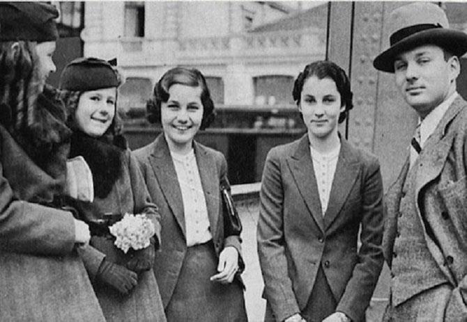 1935. LE ROI FAROUK ET SES 4 SOEURS, LES PRINCESSES : FAWZIA FOUAD CHIRINE, REINE D'IRAN-1939/1948-(1921-2013), FAIZA FOUAD RAUF (1923-1994), FAIKA FOUAD SADEK (1926-1983), FATHIA GHALI (1930-1976 tuée par son ex-mari à Los Angeles).