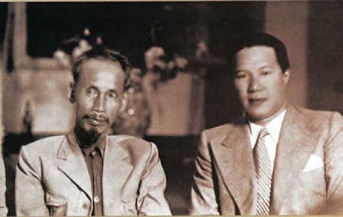 25 AOÛT 1945. HÔ CHI MINH et le PRINCE CITOYEN VINH THUY EX EMPEREUR BAO DAI d'ANNAM