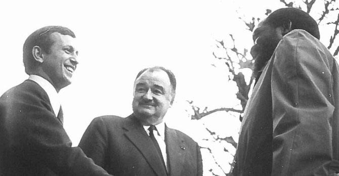 30 Nov. 1977. Michel ROUSSIN, Alexandre de MARENCHES, Jonas SAVIMBI (1934 + 2002), chef de l'UNITA. A écrit la page la plus sanglante de l'histoire Angolaise du XXè s. : 27 ans de guerre civile, 500.000 morts, 4 millions déplacés .  C* Michel ROUSSIN