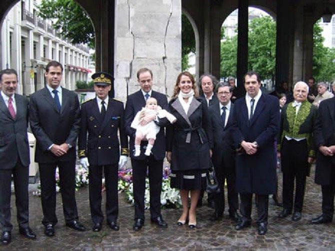 14 MAI 2010. 9 RUE DE LA FERRONNERIE. 400è ANN.ASSASSINAT DU ROI HENRI IV g.à dte. Mr. LEGARET MAIRE 1er arr, LE DUC D'ANJOU, LE SOUS-PREFET, LE DUC et LA Desse DE VENDÔME AVEC LEUR FILS GASTON, Mr. JACQUES PEROT, LE PCE.CHARLES-EMMANUEL DE BOURBON PARME.