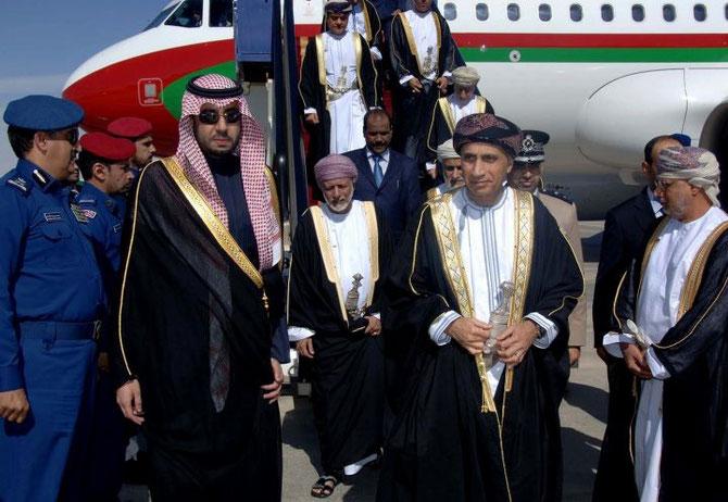 SULTANAT D'OMAN. Le Prince FAHAH BIN MAHMOOD AL SAID, VICE-PREMIER MINISTRE et Son Exc.YUSUF BIN ALAWI Ministre des A.E.