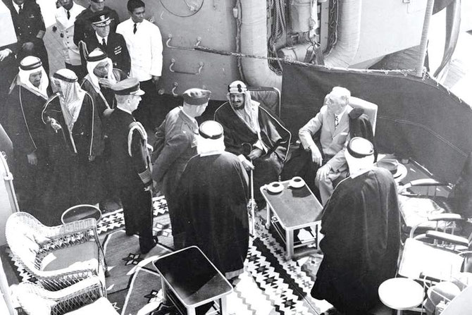 14 Fév. 1945. Canal de SUEZ. A bord du USS QUINCY avec F. ROOSEVELT.  LE PCE. MOHAMMED et LE PCE. ABDULLAH bin ABDULRAHMAN étaient les 2 seuls Royaux de la suite de 48 personnes accompagnant le Roi ABDULAZIZ suivi par le Dr. Rachad PHARAON.