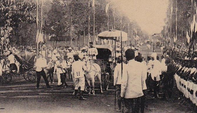 23 FEVR. 1909.   S. M. SISOWATH SE REND à L'INAUGURATION DE SA STATUE. C* Col. GROS-SURDET