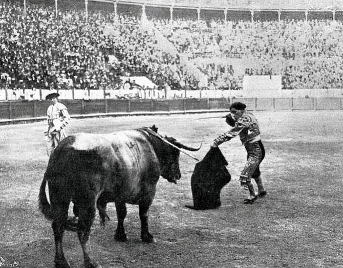 15 AVRIL 1914. BELMONTE PORTANT L'ESTOCADE à SON TORO