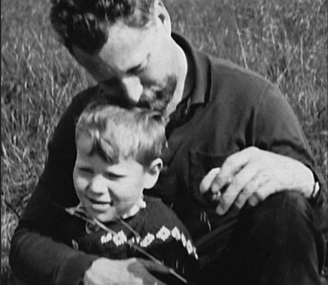 THOR et SON FILS GUDMUNDIR ANDRI THORSSON, Né LE 31 DECEMBRE 1957 à REYKJAVIK. GUDMUNDIR A PUBLIE UN MAGNIFIQUE ET EMOUVANT OUVRAGE DEDIE à SON PERE ADORE.