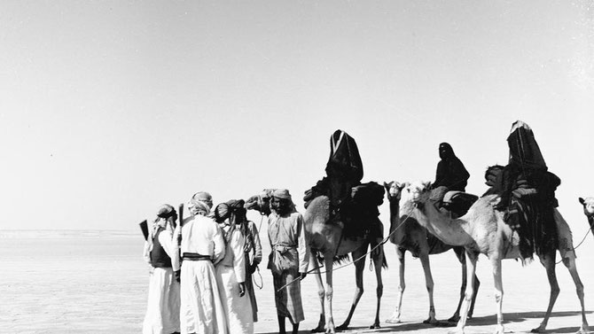 Sheikha SALAMA bint Butti AL HAMED. Epouse de l'Emir Sultan bin Zayed bin Kkalifa AL NAHYAN assassiné en 1926. Mère très influente des 'Emirs  Shakhbout (1905+1989) et Zayed (1918+2004). C* Ronald COUDRAI