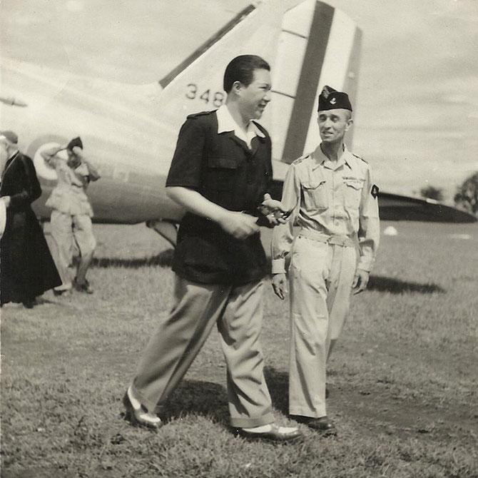 AVRIL 1949. DALAT. S.M. BAO DAI AVEC LE LIEUTENANT MORVAN.. PHOTO DE DENISE MORVAN LE FLOCH