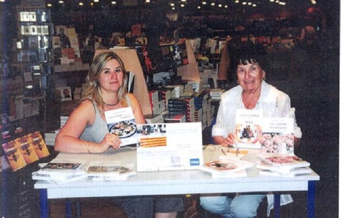 Maud CHAUDRON et Noëlle NOËL, à LA VILLE Yvette LACOUR, JEUNE MAMAN DE C. LACOUR-OLLE