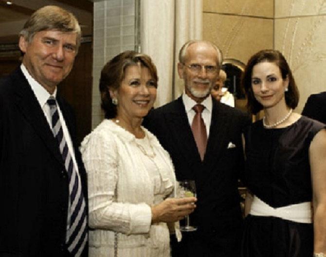 g. à dte. Comte de KERGORLAY, Odile de SCHIETERE-LONGCHAMPT, Gery et Emily KNAPP.