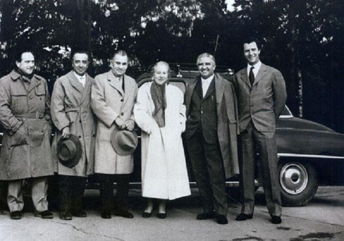 1952. LES FRERES AGUSTA.De g.à dte. MARIO (1910 + 1969), DOMENICO (1907 + 1971), LARRY BELL (1894 + 1956), la COMTESSE GIUSEPPINA AGUSTA (1884 + 1954)                                                   ) VINCENZO (1909 + 1958), CORRADO (1923 + 1989).