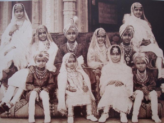 QUELQUES-UNS des 88 ENFANTS  du MAHARAJAH BHUPINDER de PATIALA .