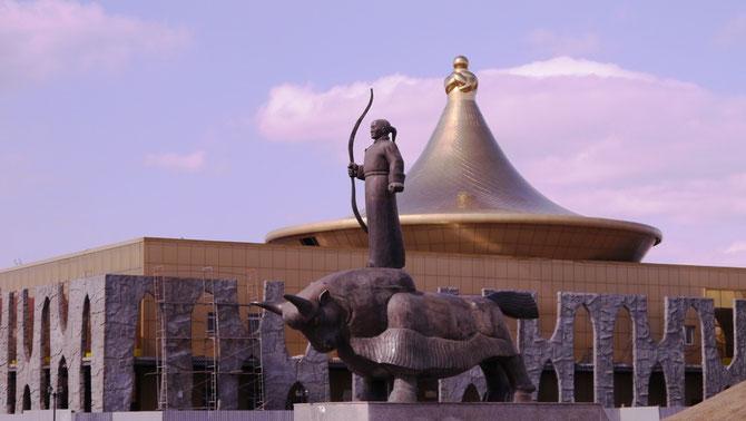 LE MUSEE NATIONAL DE KYZYL EN CONSTRUCTION . C*www.regards-sur-l-ailleurs
