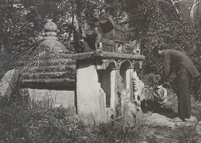 LAI CHÂU. TOMBE DE CAM SENG, PERE DE DEO VAN TRI. PHOTO RENE TÊTARD (1925) GOUVERNEMENT GENERAL DE L'INDOCHINE