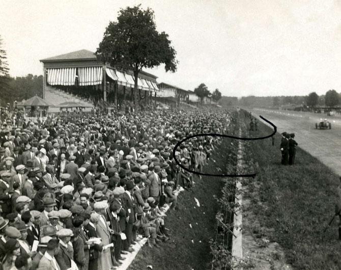 9 SEPT. 1928. LA LIGNE DROITE DU CIRCUIT DE MONZA où eut lieu le tragique accident.