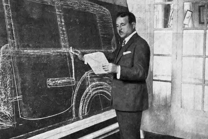 CIRCA 1930. JACQUES SAOUTCHIK TRAVAILLANT AVEC LES PLANS.