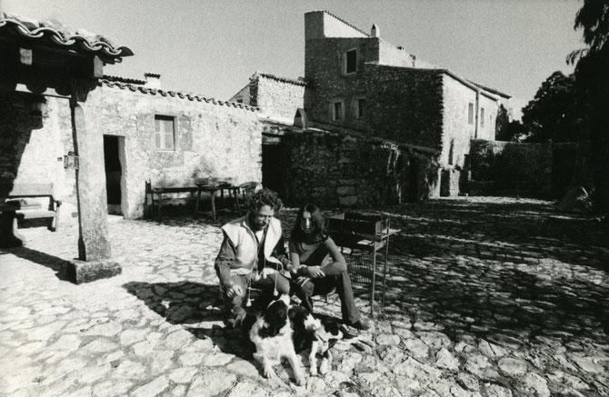 NOV. 1972.  BEN et YANNICK avec BOSS LE BORDER COLLIE QUI GARDAIT MÊME LES CHEVAUX