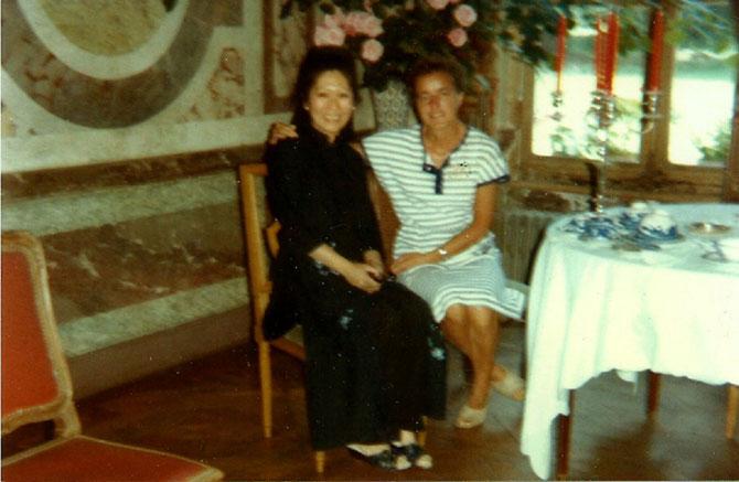 JUILLET 1984. SOEUR MARGARET EN CIVIL