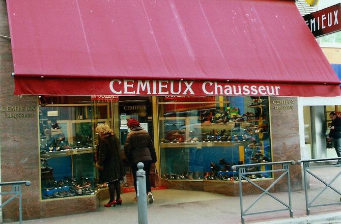 CEMIEUX CHAUSSEUR. LECHE VITRINES.