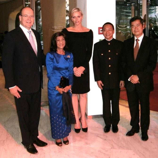 MONACO. Printemps des Arts 2013 .  g. à dte. S.A.R la Princcesse BOPHA DEVI entre LL.AA.SS. les Princes de MONACO, S.A.R le Prince SISOWATH TESSO,  S.A.R le Prince SISOWATH RAVIVADDHANA